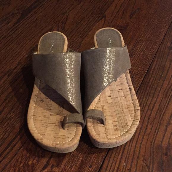 078229aaec6b Donald J. Pliner Shoes - NWOB Donald Pliner Gyer Wedge Size 7.5